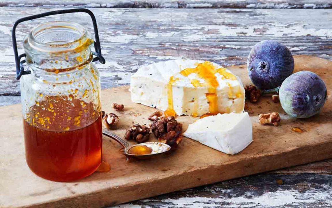 Tryffelost med fikon, valnötter och apelsinhonung