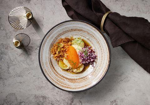 Löjrom med potatiskräm, lagrad ost och färsk pepparrot