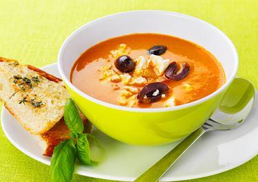 Tomatsoppa med ost och oliver