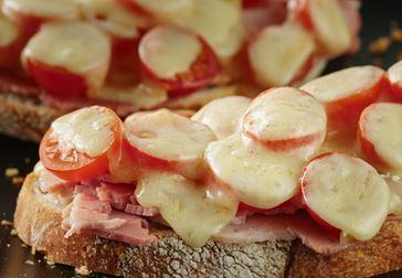 Bruschetta med havarti och tomat