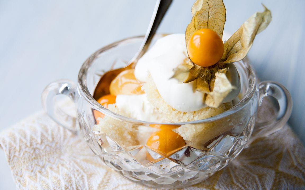 Trifle cake med lemoncurd och physalis