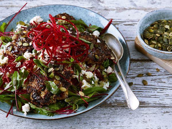 Köttfärsbiffar med röda bönor och blomkålscouscous