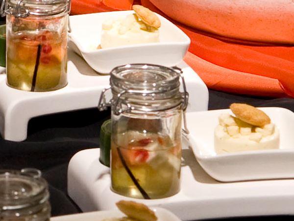 Exotisk romtopf med vaniljbavaroise och ananaskräm
