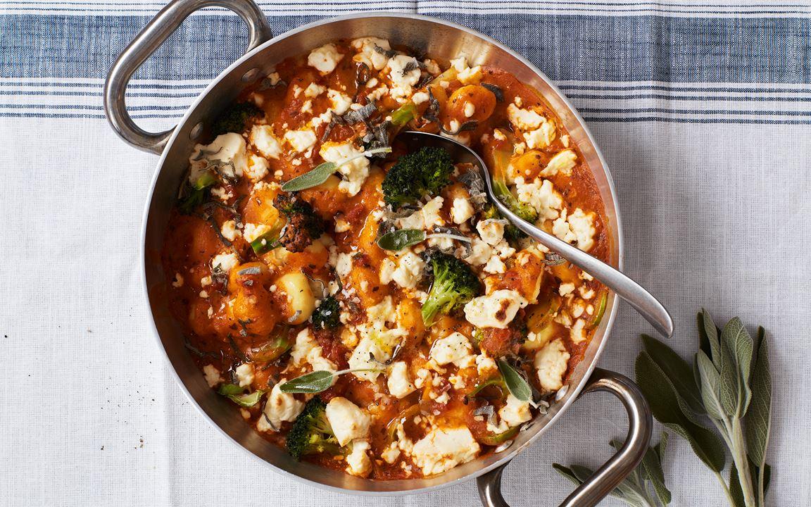 Gnocchi med tomatsås och broccoli