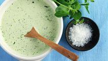 Salsa verde med oregano, dragon och gräslök