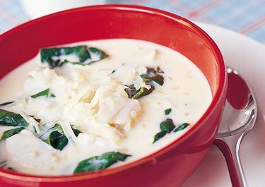 Fisksoppa med ost och spenat