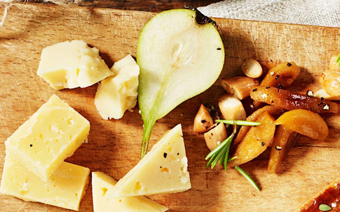 Rostade mandlar med päronkompott