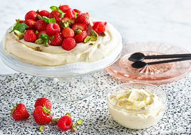 Mascarponekräm med färska jordgubbar