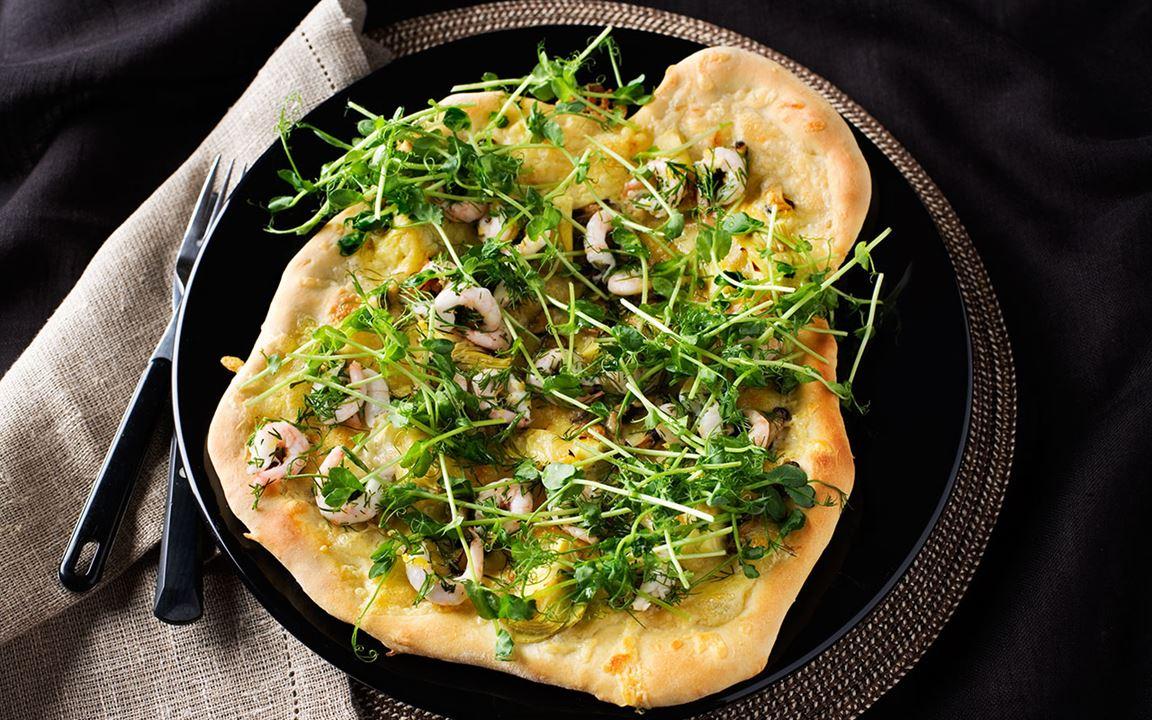 Skaldjurspizza med cheddar