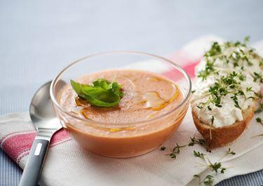 Tomatsoppa med ostbaguette