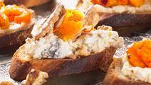 Ädelostkräm med aprikos och valnöt