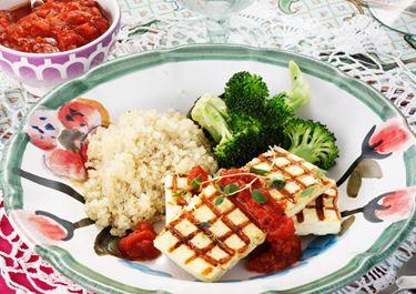 Grill cheese med quinoa och varm tomatsalsa