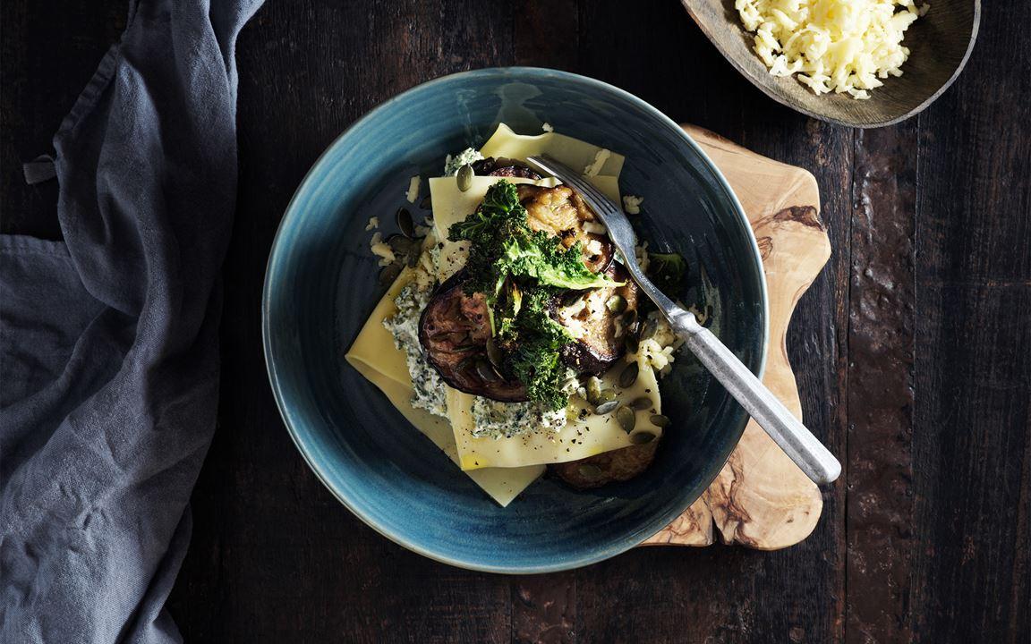 Öppen lasagne med aubergine och krämig grönkålspesto