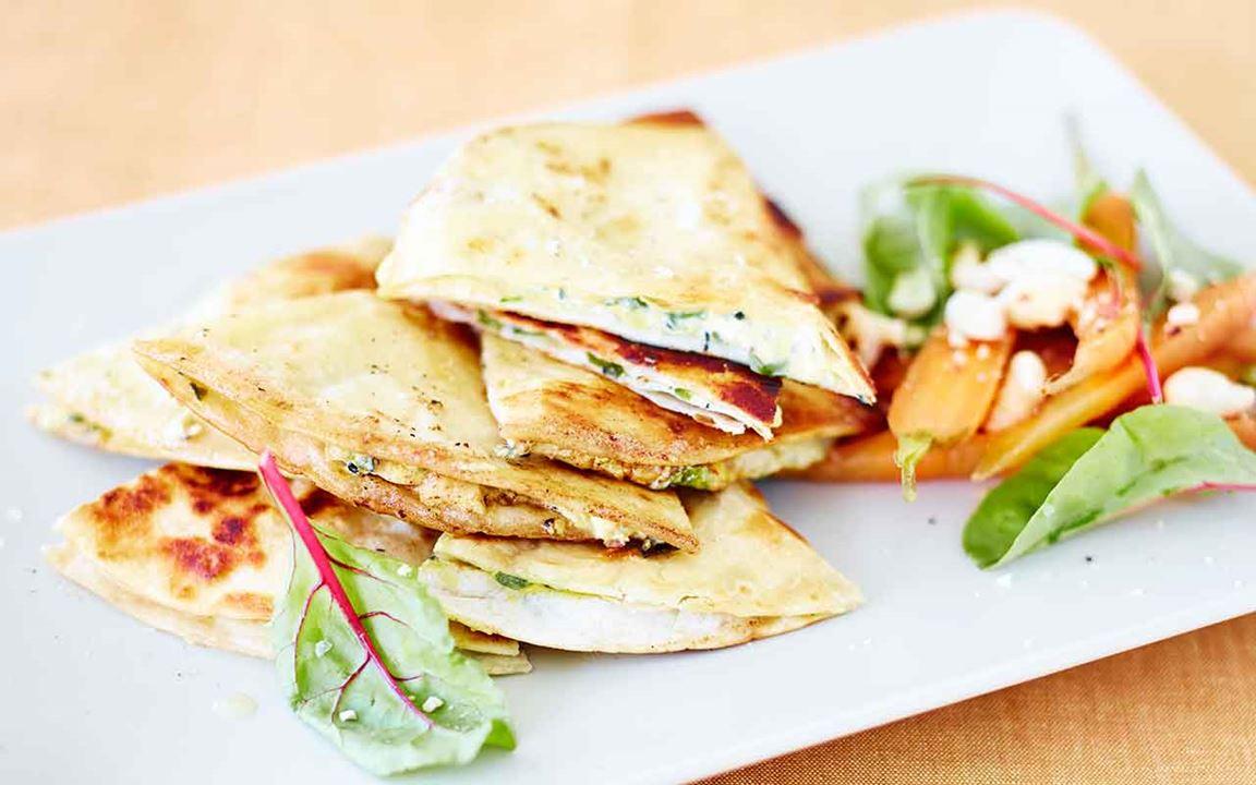Quesadillas med ost och mangold