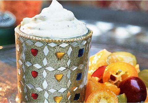 Yoghurtglass med kardemumma och mandel