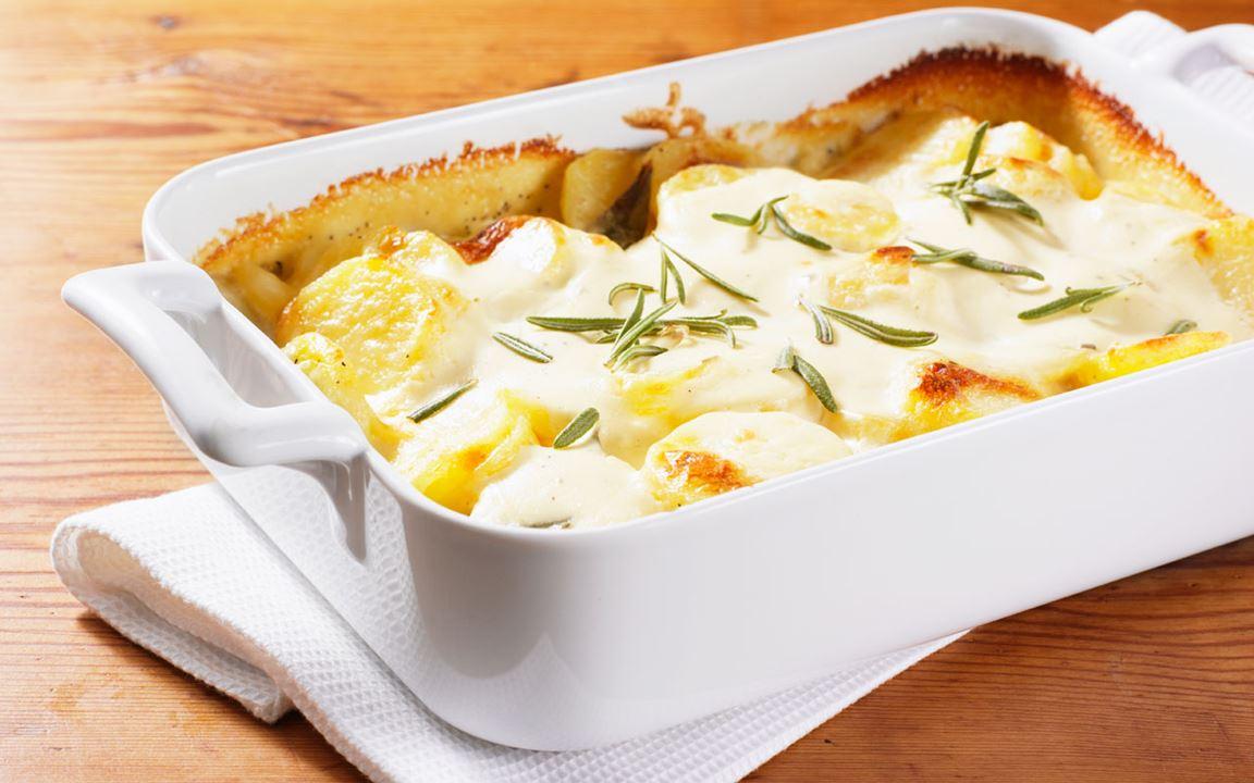 Potatisgratäng med fetaost och soltorkade tomater