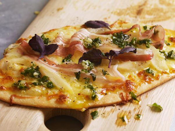 Pizzetta bianca med örter och pancetta