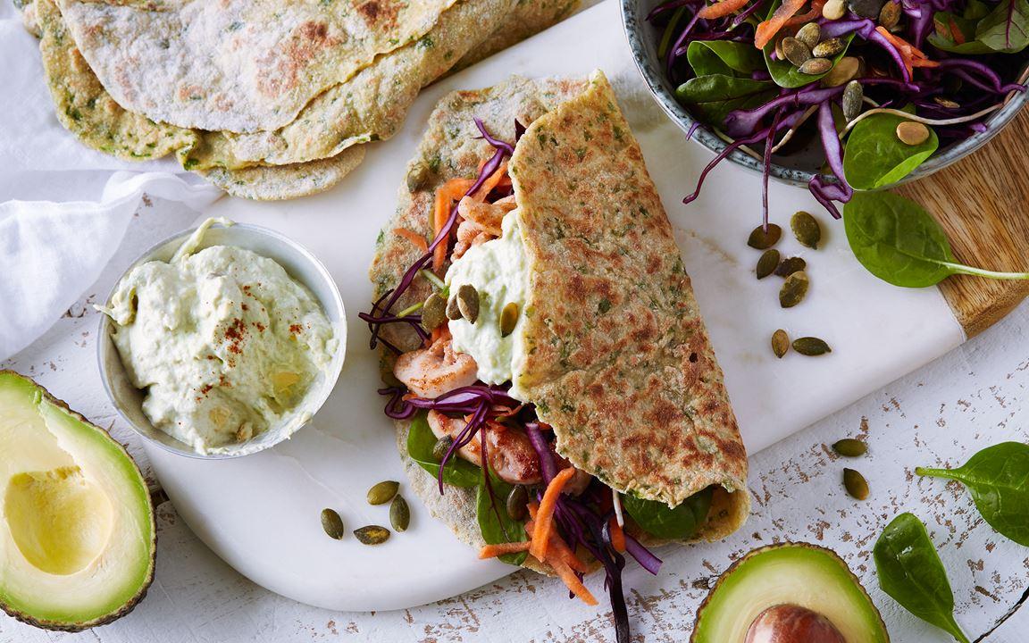 Glutenfria gröna tortillas med kyckling och avokadodressing