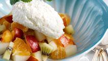 Fruktsallad med vitostmousse