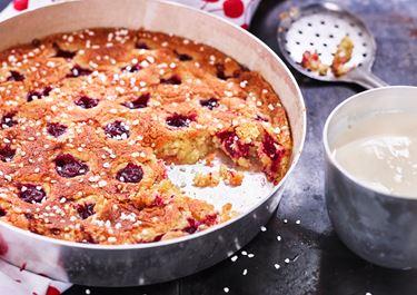 Körsbärskaka med vaniljsås