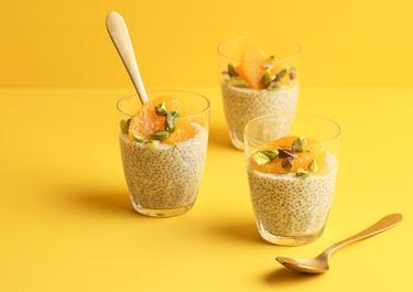 Chiapudding med yoghurt och apelsinjuice