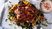 Långbakad kyckling i ugn med chilikräm och svarta bönor