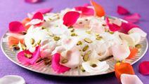 Marängtårta med yoghurt och rosenvatten