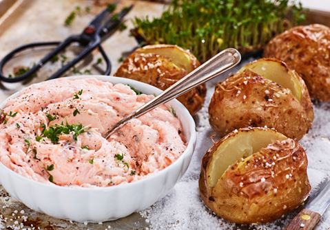 Laxröra med bakad potatis