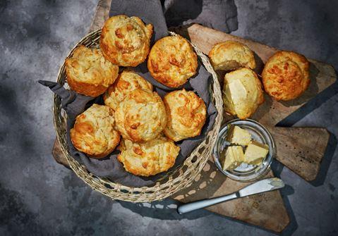 Snabba ostscones med gräddfil