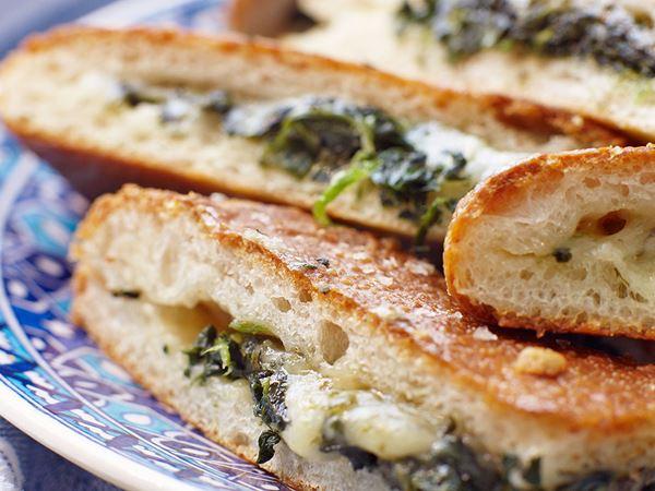 Fyllda bröd med spenat och ost