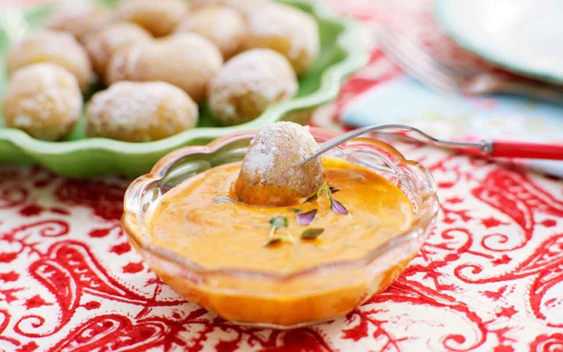 Saltkokt potatis med mojo rojo
