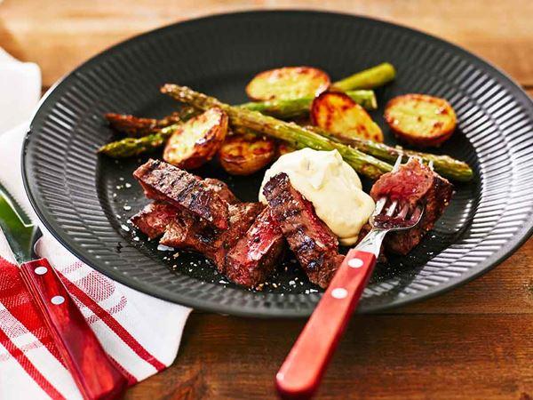 Grillad biff med ugnsstekta grönsaker och bearnaise