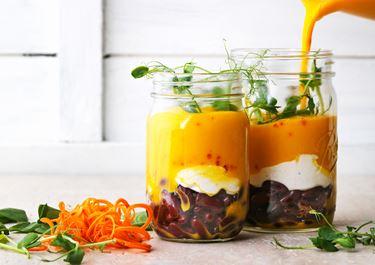 Morotssoppa med bönor och spiskumminkräm