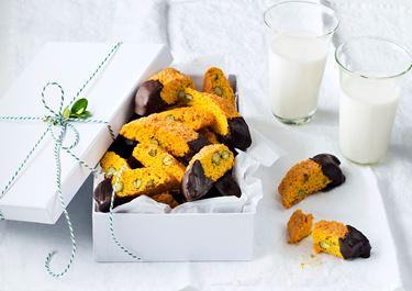 Saffransskorpor med pistage - Recept   Arla