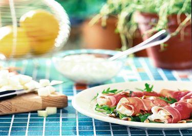 Melon- och färskostfylld prosciutto