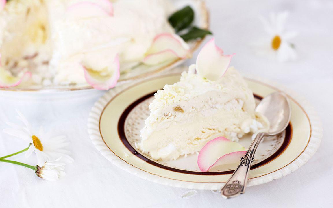 Glasstårta med rabarbersmak