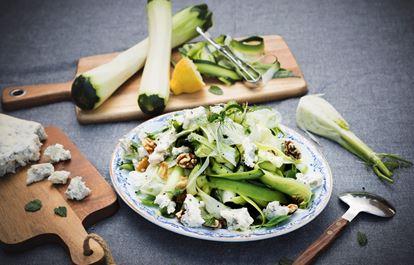 Råriven zucchinipasta med fänkål och gorgonzola