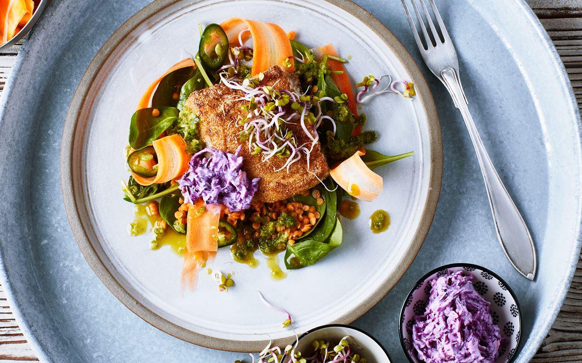 Majspanerad torsk med coleslaw