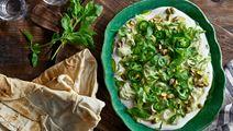 Grön avokadohummus och yoghurtdipp med tahini