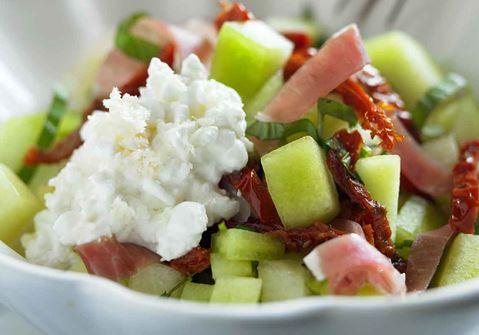 Melon- och skinksallad med smak av pepparrot