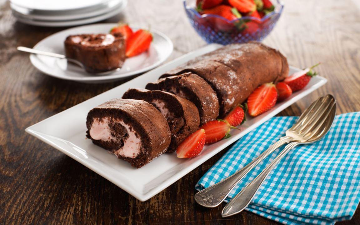 Rulltårta med choklad och hallon