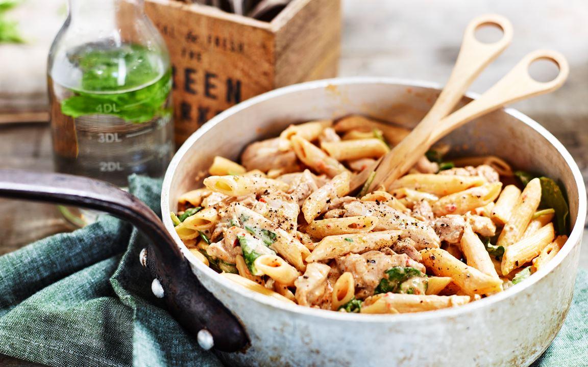 Kycklingpasta med spenat och grillade grönsaker