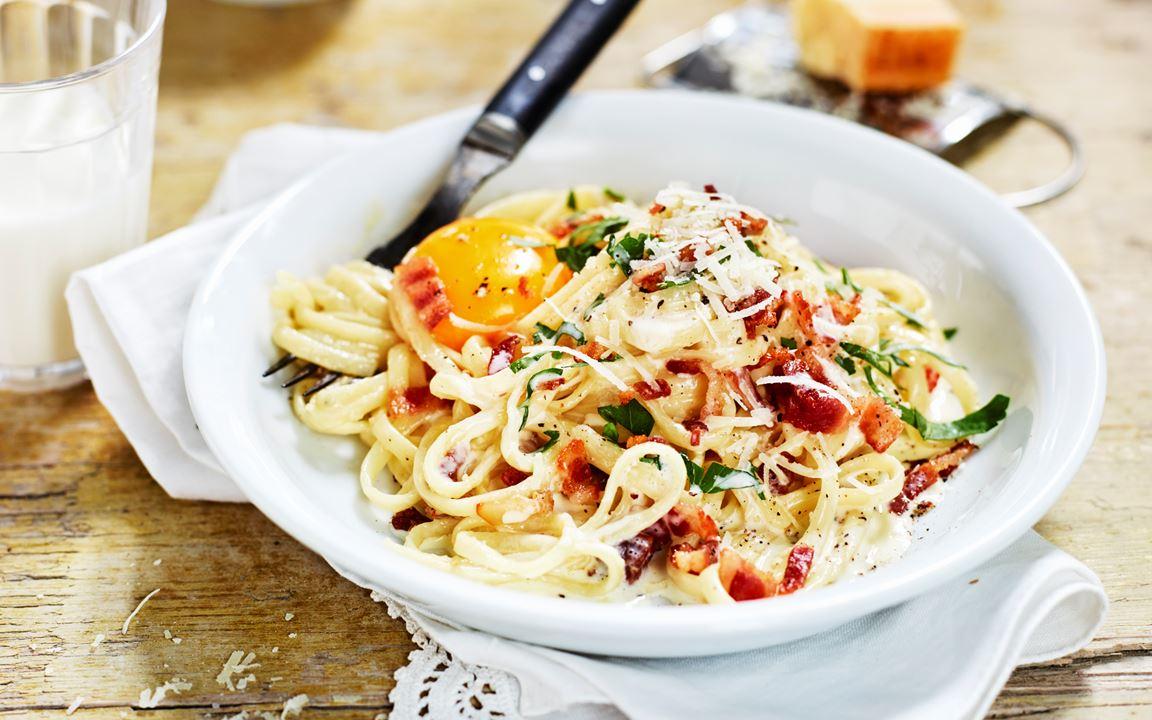 Pasta carbonara med syrad grädde