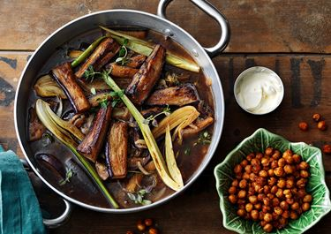 Auberginegryta med fänkål och rostade kikärter