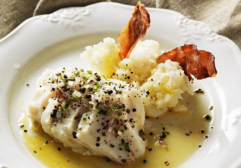 Lutfisk med brynt kryddsmör