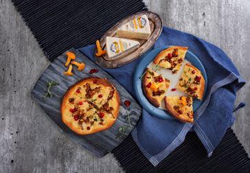 Kantarellpizza med Kvibille Ädel Mild och rårörda lingon