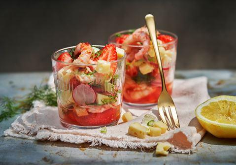 Svensk ceviche med ost och marinerade jordgubbar