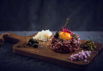 Råbiff med Präst® och confiterad äggula
