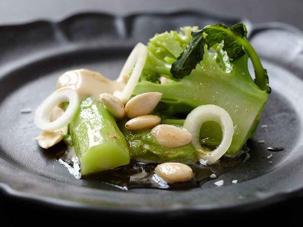 Broccoli och mandel med brynt smör