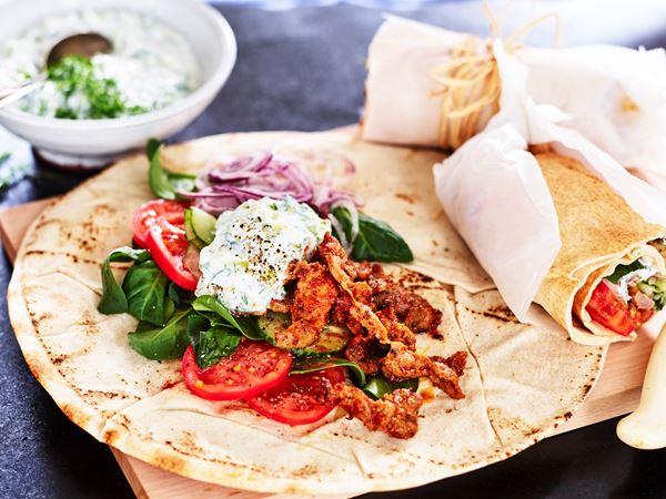 Gyros i tunnbröd med tzatziki